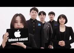 Enlace a Los sonidos de un iPhone interpretados acapella