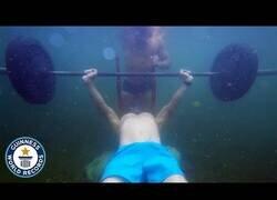 Enlace a El record mundial de pesas bajo el agua