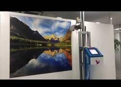 Enlace a La impresora vertical capaz de dibujar cualquier cosa en la pared