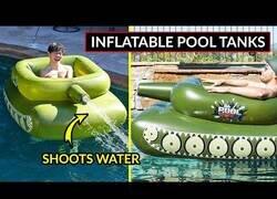 Enlace a El tanque inflable de piscina que dispara agua