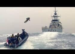 Enlace a Marines asaltan un barco con mochilas propulsoras
