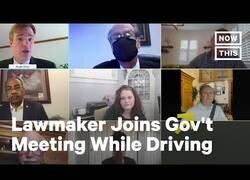Enlace a Senador de Ohio acude a una reunión mientras conduce con un fondo falso