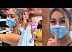 Enlace a Dos influencers podrían ser deportados de Bali por simular llevar mascarillas con maquillaje