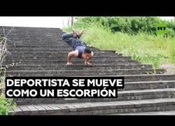 Enlace a La destreza de este deportista para moverse como un escorpión