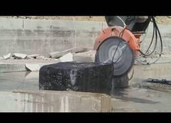 Enlace a Recopilación de maquinarias rompiendo roca
