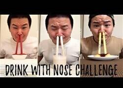 Enlace a Nadie dijo que beber por la nariz fuera fácil