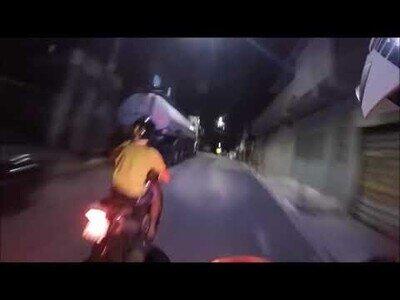 Persecución policial con moto por las calles de Rio de Janeiro