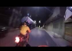 Enlace a Persecución policial con moto por las calles de Rio de Janeiro