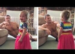 Enlace a El truco de este padre para que su hija deje de llorar