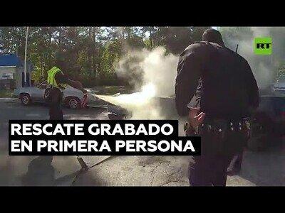 Así es, en primera persona, el rescate de un hombre en un coche en llamas