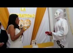 Enlace a Una candidata a la alcaldía de Chilca se casa 'con la Honestidad'