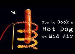 Enlace a ¿Es posible cocinar una salchicha mientras levita?