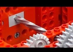 Enlace a ¿Puede un mecanismo de Lego romper un eje de acero?