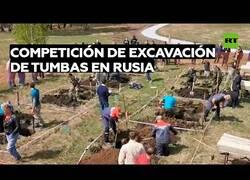 Enlace a Funerarias rusas compiten por ver quién excava una tumba más rápido