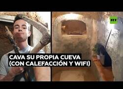 Enlace a Excava una cueva en su propia casa por una discusión con su madre