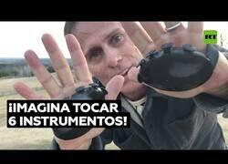 Enlace a Tocando hasta 6 instrumentos diferentes con la palma de su mano