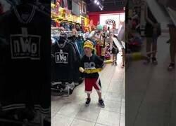 Enlace a Cuando un pequeño gran fan de Hulk Hogan se encuentra con Hulk Hogan