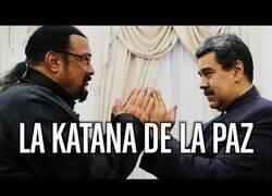 Enlace a Steven Seagal, Nicolás Maduro y la katana de la paz