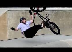 Enlace a Subirse a una bicicleta tiene sus riesgos