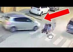 Enlace a Detenido un hombre que dejó inconsciente a un conductor que estuvo cerca de atropellar a su familia