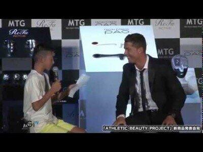 Cristiano Ronaldo defiende a un chico japonés por intentar hablar portugués ante la risa de los presentes