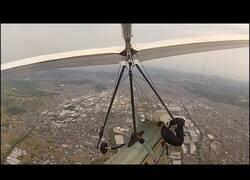 Enlace a Intentando evitar un accidente en ala delta en pleno vuelo