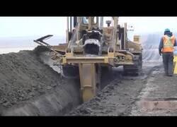 Enlace a Así se utilizan excavadoras para 'cortar' el suelo