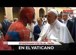 Enlace a El momento en el que Spiderman visitó al Papa