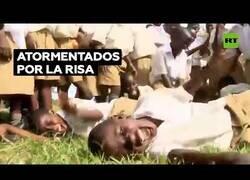 Enlace a La historia de la epidemia de la risa en Tanganica
