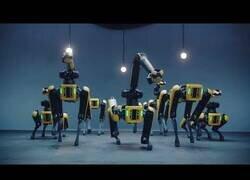 Enlace a La nueva coreografía de los robots de Boston Dynamics