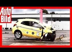 Enlace a Esto es lo que sucede si chocas contra un poste a 80 km/h