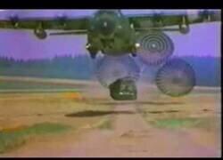 Enlace a Así se lanza un tanque desde un avión militar