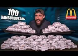 Enlace a Intentando comer 100 hamburguesas en una hora
