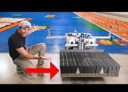 Enlace a La máquina que coloca piezas de dominó