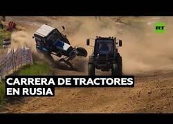 Enlace a La emocionante carrera de tractores que se celebra en Rusia