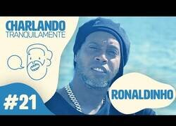 Enlace a Ibai charla tranquilamente con Ronaldinho
