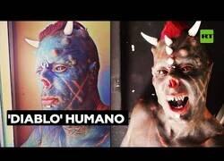Enlace a Brasileño se somete a varias cirugías para parecer un demonio