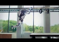 Enlace a Boston Dynamics lo vuelve a hacer, ahora sus robots hacen parkour