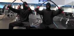 Enlace a Así es cómo los ladrones entrenan el el gimnasio