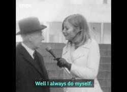 Enlace a Experimento social de hace 50 años: ¿Les gusta a los hombres que una mujer les pellizque el culo por la calle?