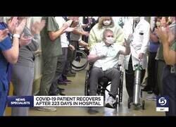 Enlace a Así despiden a un paciente de Covid que estuvo en el hospital 223 días