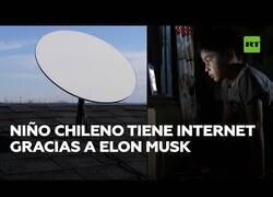 Enlace a El niño chileno que disfruta de Internet gracias a Elon Musk