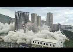 Enlace a 15 edificios son derruidos a la vez en China