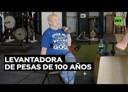 Enlace a Levantadora de pesas a sus 100 años