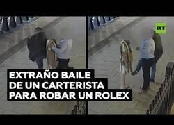 Enlace a El hombre que robaba relojes bailando