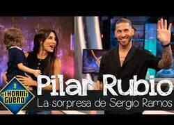 Enlace a Sergio Ramos sorprende a su mujer Pilar Rubio en directo