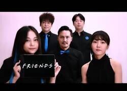 Enlace a Interpretando la banda sonora de Friends acapella