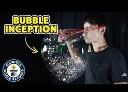 Enlace a El record mundial de mayor número de burbujas dentro de una burbuja