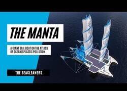 Enlace a The Manta: el barco que recicla los plásticos del mar mientras navega
