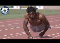 Enlace a El hombre más rápido del mundo sobre dos manos